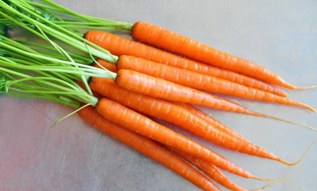 trị mụn đầu đen bằng cà rốt