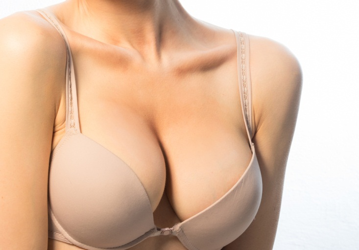 Nâng ngực sau bao lâu thì mềm