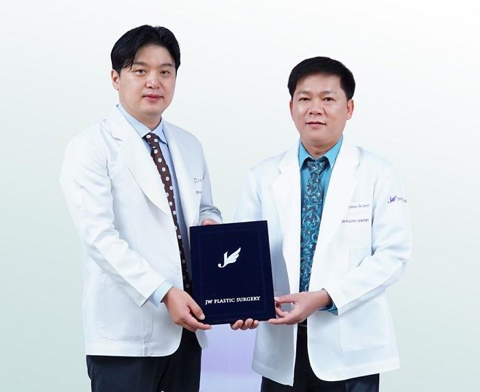 TS.BS Hong Lim Choi và TS. BS Nguyễn Phan Tú Dung