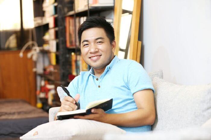 Nguyễn Ngọc Thạch được đông đảo độc giả biết đến bởi chất văn rất đời